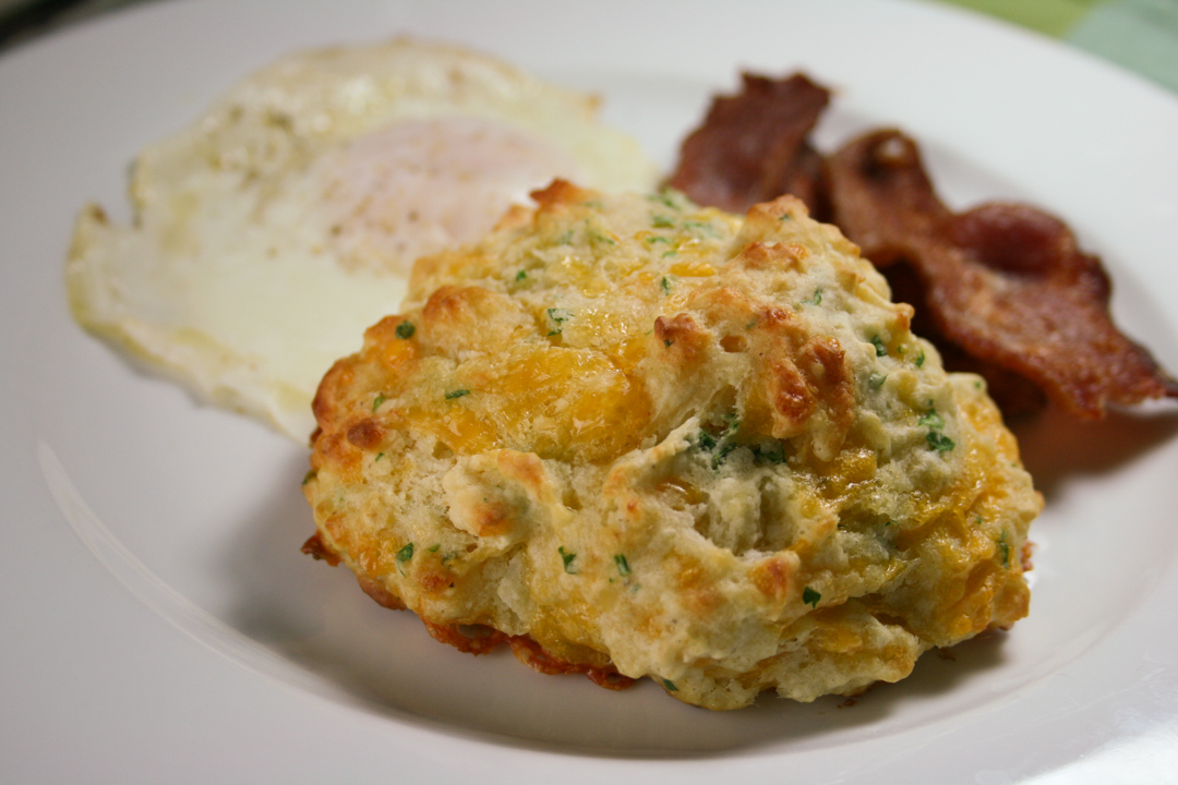cheddar garlic biscuits - quick drop biscuits with garlic and sharp cheddar cheese